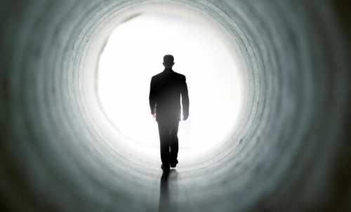 Άνθρωπος που «πέθανε» και γύρισε πίσω στον κόσμο των ζωντανών λέει πως δεν υπάρχει τίποτα μετά θάνατον.