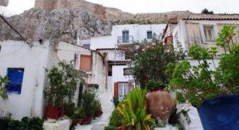 Πλάκα, Αναφιώτικα από ψηλά: Ένα.. «νησί» στους πρόποδες της Ακρόπολης