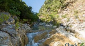 «Πηγές Βαρβάρου»: Ο κρυμμένος παράδεισος με τους καταρράκτες και τα ορμητικά νερά της Αιτωλοακαρνανίας