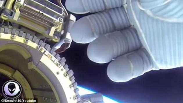 Η NASA κρύβει εξωγήινους; Το βίντεο συγκάλυψης UFO που έριξε το ίντερνετ!
