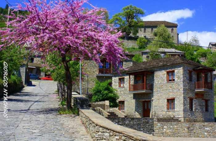 Πυρσόγιαννη Το κουκλίστικο χωριό όλο πέτρα …..