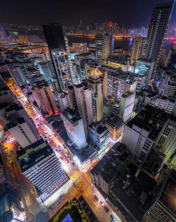 Φωτογραφίες από το ασφυκτικό Hong Kong τη νύχτα
