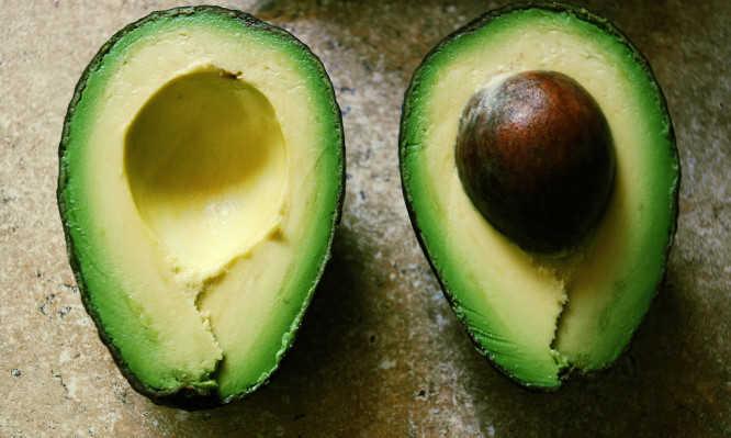 Αβοκάντο: Πώς θα το ωριμάσετε γρήγορα – Πόσες θερμίδες έχει και τι σας προσφέρει