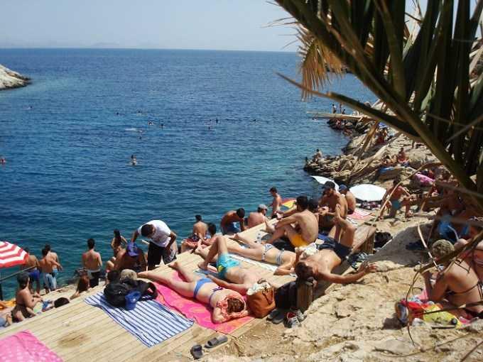 Οι καλύτερες παραλίες για τα πρώτα μας μπάνια