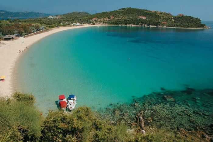Η «Γαλάζια Λίμνη»της Ελλάδας από ψηλά: Σπάνια ομορφιά και εξωτικά τοπία!