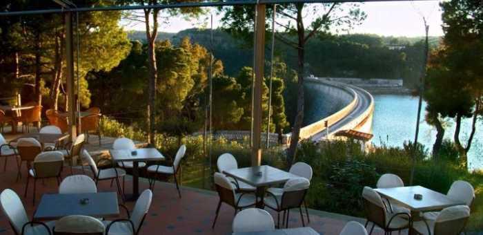 Δροσερό καφεδάκι σε λίμνες και πάρκα στην Αθήνα –