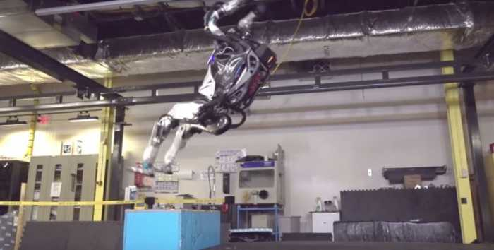 Atlas: Ένα τρομακτικό ανθρωποειδές που κινείται σαν άνθρωπος