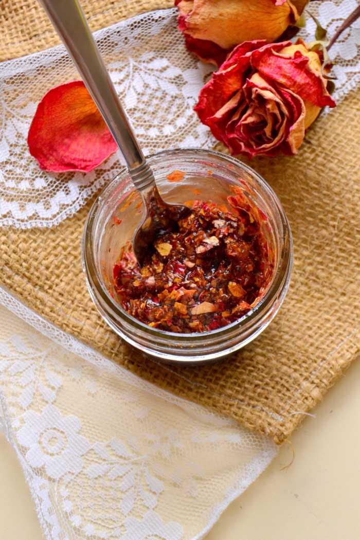 Σούπερ μάσκα λάμψης και ενυδάτωσης, με τριαντάφυλλο και καρύδι!