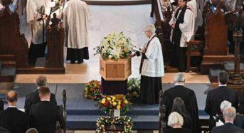 Λονδίνο: Με μουσική Vangelis η τελετή ταφής του Χόκινγκ δίπλα σε Νεύτωνα-Δαρβίνο