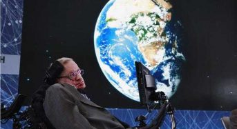 Τα λόγια του Χόκινγκ ταξιδεύουν στο διάστημα σε μουσική Β. Παπαθανασίου